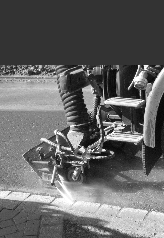 Straßenreinigungsmaschine bei der Arbeit