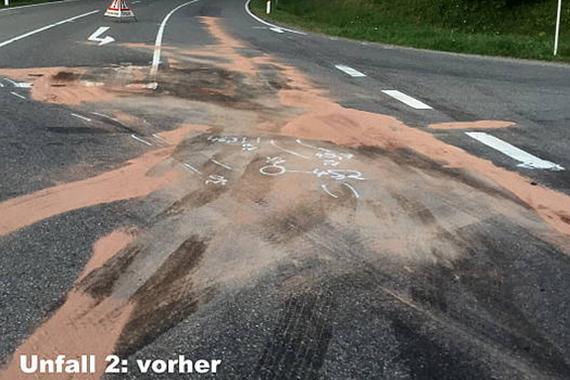 Schmutzige Straße nach einem Unfall