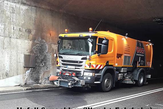 Reinigung von Fahrbahn und Tunnelwand