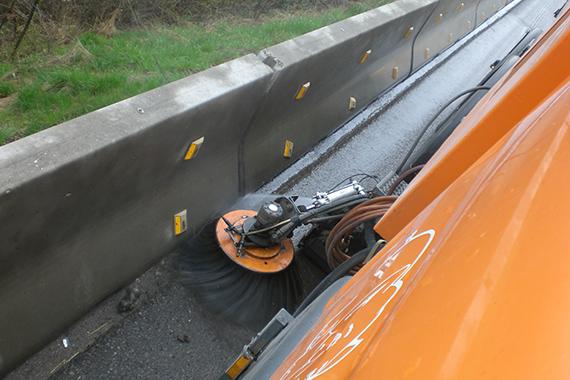 Reinigung von Autobahn-Baustellen