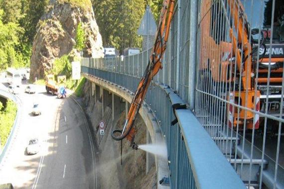 Brückenreinigung im Straßenbau
